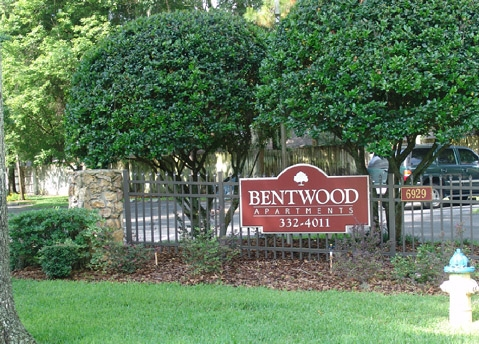 Bentwood Apartments Entrance Sign