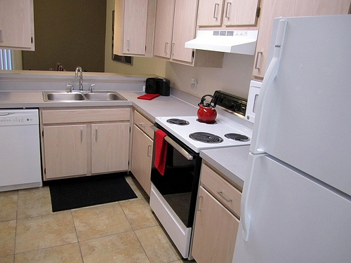 Cobblestone Apartments Kitchen with Stove