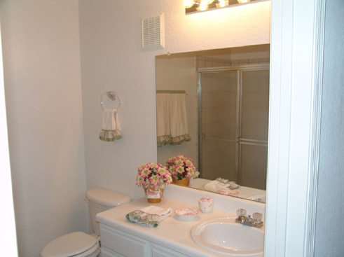 The Reserve at Kanapaha Apartments Bathroom