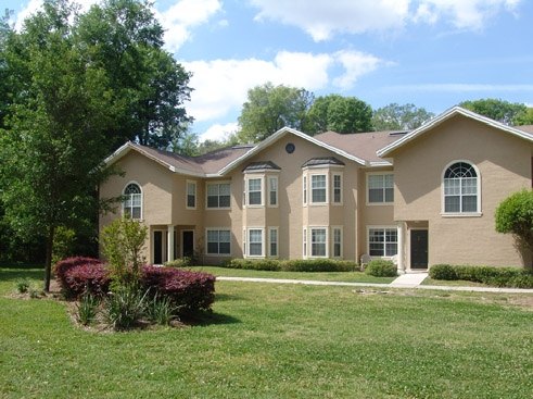 The Reserve at Kanapaha Apartments Exterior with Grounds 2