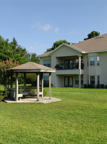 The Reserve at Kanapaha Apartments Exterior with Grounds 3