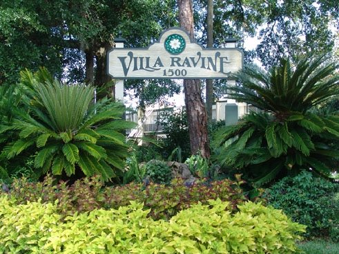 Villa Ravine Apartments Entrance Sign
